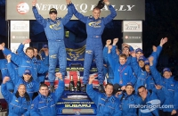 Subaru Impreza Burns Reid World  rally GB 2001 Celebrating